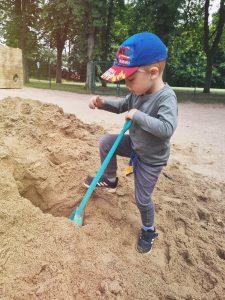 Read more about the article Neuer Sand – Starker Wochenendeinsatz in unserer Neveriner Kita